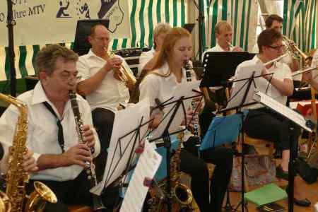Auftritt der Haster Dorfmusik beim Erntefest Rehren 2017