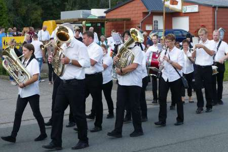 Auftritt der Haster Dorfmusik beim Dorfgemeinschaftsfest Haste 2017