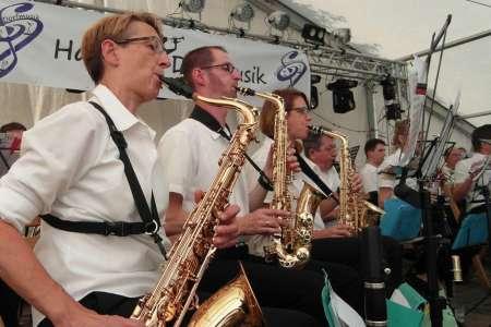Auftritt der Haster Dorfmusik beim Dorfgemeinschaftsfest Haste 2018